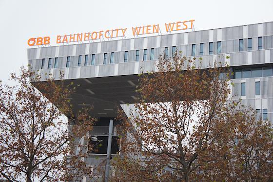 BahnhofCity Wien West: ÖBB Schriftzug
