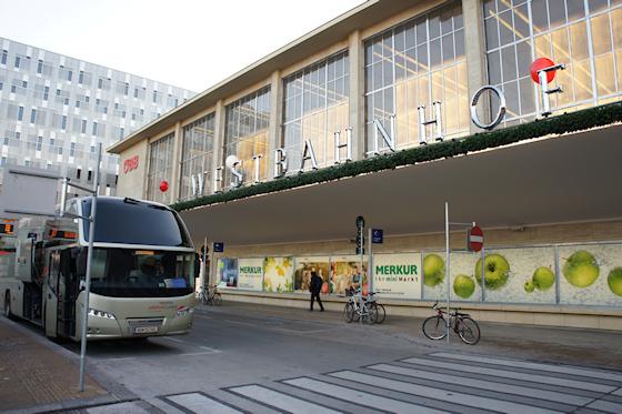 BahnhofCity Wien West: Flughafen-Bus